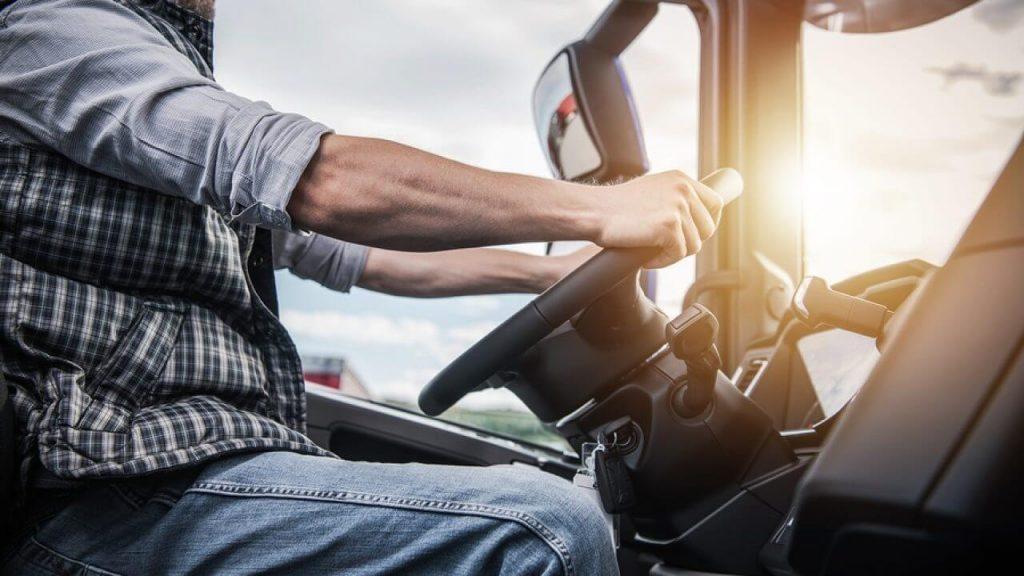 نقش کامیونداران در حمل و نقل جاده ای